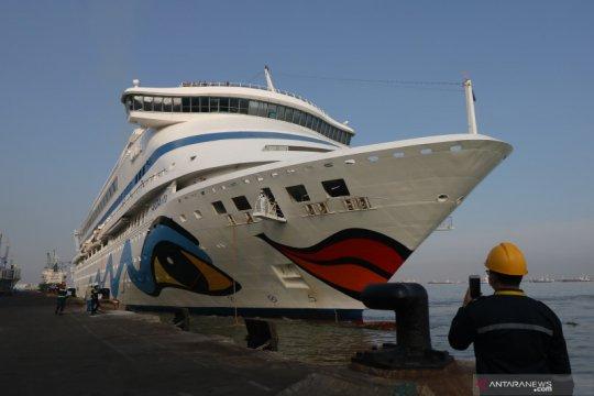 Kapal pesiar MV Aidavita berlabuh di Surabaya