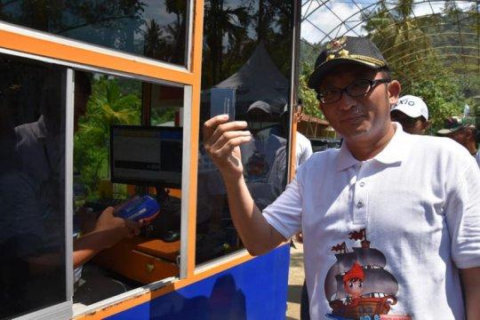 Masuk Pantai Air Manis Padang gunakan uang elektronik