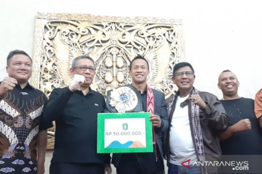 Duad Cino Yordan diarak keliling Pontianak
