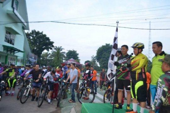 "Polisi-TNI Jambi ""gowes"" bareng HUT ke-60 Korem 042/Gapu"