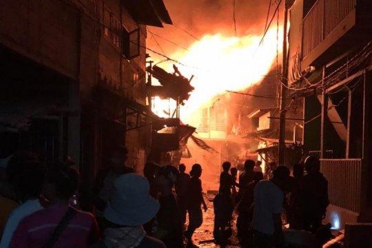 Puluhan rumah terbakar di Taman Sari Jakarta