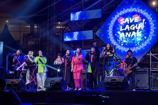 Reuni mantan penyanyi-penyanyi cilik dalam The 90's Festival