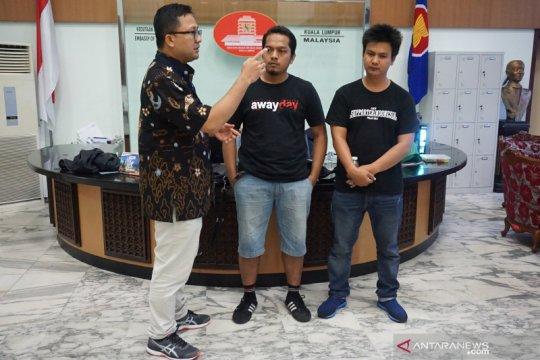 Dua suporter Indonesia dibebaskan oleh PDRM Malaysia