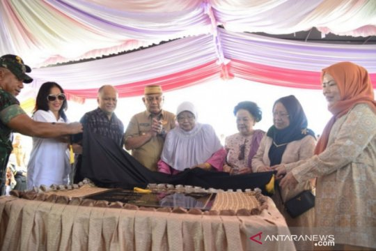 Ilham resmikan patung BJ Habibie di Gorontalo