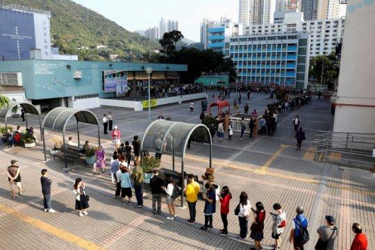 Dalam 12 bulan ke depan, Hong Kong sudah harus punya aturan pemilu