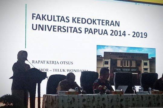 Tuntut penurunan uang kuliah, mahasiswa UNIPA Manokwari palang kampus