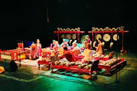 Kolaborasi gamelan jawa seniman asing hipnotis penonton di Hongaria