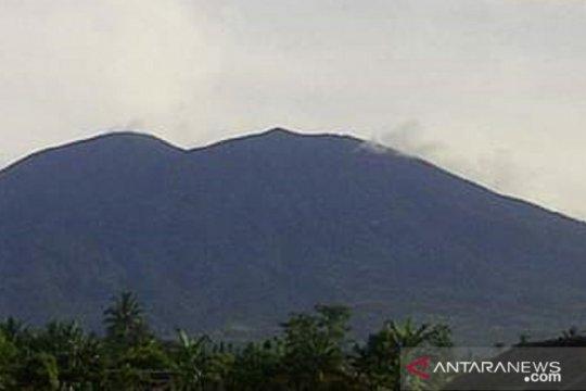 Gunung Gede Pangrango terlihat, Walhi: Yang normal kelihatan begitu