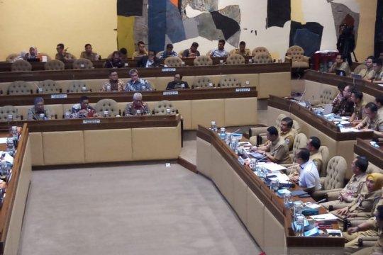 Anggota DPR ingatkan Mendagri hati-hati kelola KTP-El