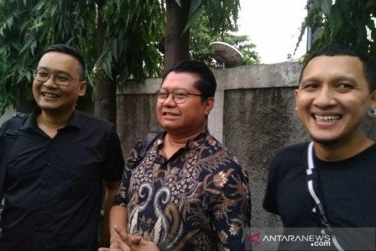 Berdoa jadi persiapan Nunung dan suami hadapi vonis hakim