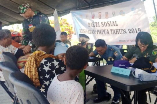 Warga PNG ikut berobat di bakti sosial TNI-Polri di perbatasan