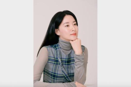"""Lee Young-ae """"Jang Geum"""" dapat surat dari Ibu Negara Uzbekistan"""