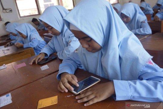 Inovasi ujian semester sekolah menggunakan aplikasi di gawai