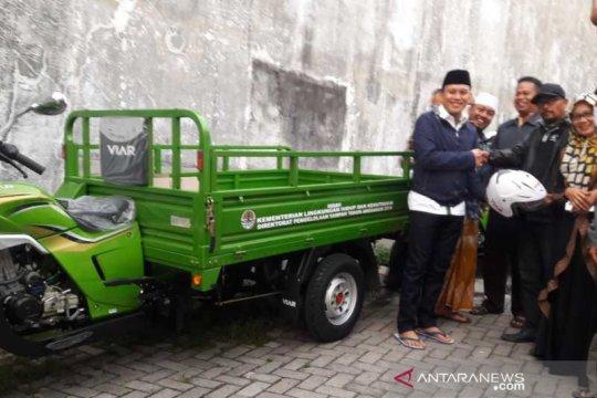 Anggota DPR RI serahkan bantuan 6 sepeda motor sampah di Temanggung