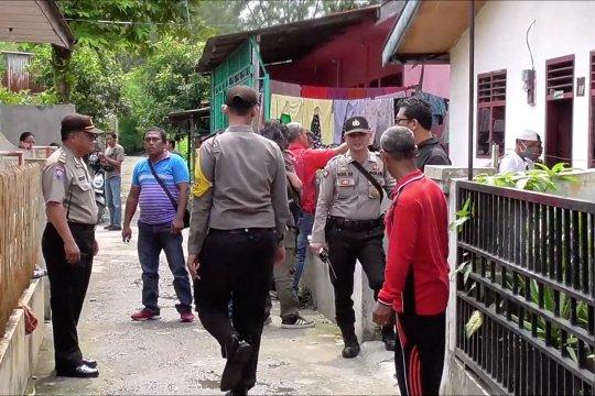 Rumah terduga pelaku bom diperiksa polisi