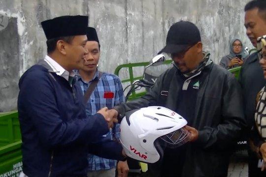 Kementerian LHK salurkan bantuan kendaraan sampah