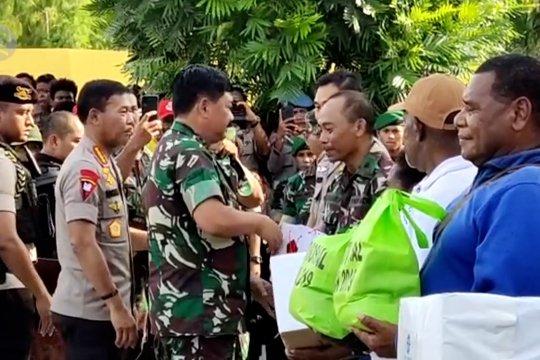 Panglima dan Kapolri hadiri baksos demi dekati masyarakat Papua