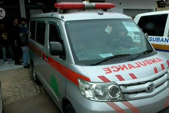 Tujuh  jenazah korban laka di bawa pulang keluarga