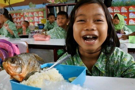 Siswa SD di Tangerang diajarkan Gemar Makan Ikan