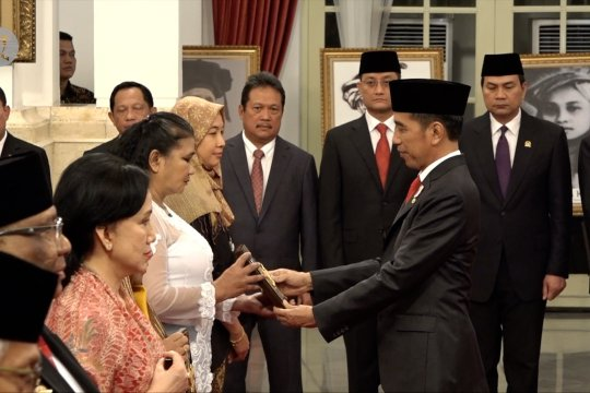 Presiden anugerahkan gelar Pahlawan Nasional pada 6 tokoh bangsa
