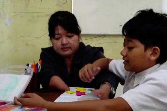 Dedikasi guru difabel dalam mencerdaskan pelajar autis
