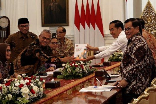 KPU laporkan hasil pelaksanaan Pemilu 2019 kepada Presiden Jokowi