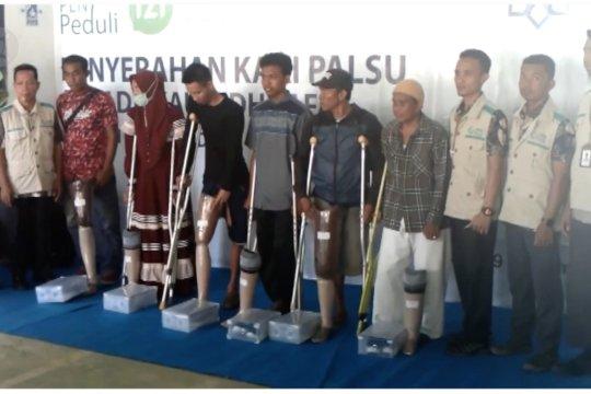 YBM PLN berbagi kaki palsu kepada penyandang disabilitas