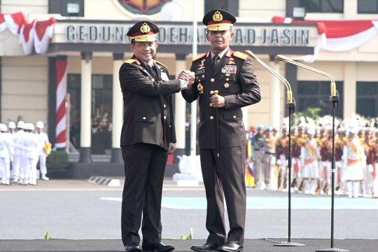 Tito serah terimakan Panji Tribrata ke Idham