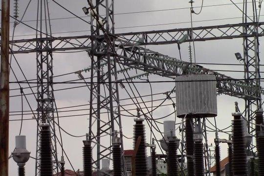 Atasi devisit, PLN siasati penggunaan beban listrik