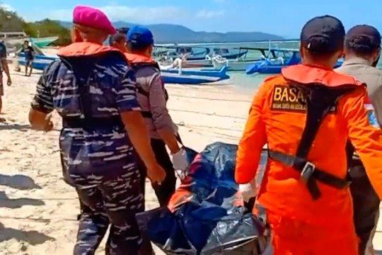 Tim SAR evakuasi mayat tersangkut di perahu nelayan
