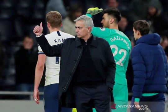 Bulan madu Mourinho berlanjut, Tottenham bekap Bournemouth