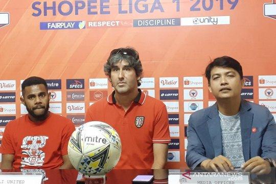 Pelatih Bali United tonton lagi pertandingan untuk obati rindu