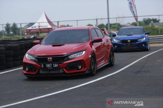 Komunitas Honda Civic Type R jajal sirkuit BSD Grand Prix