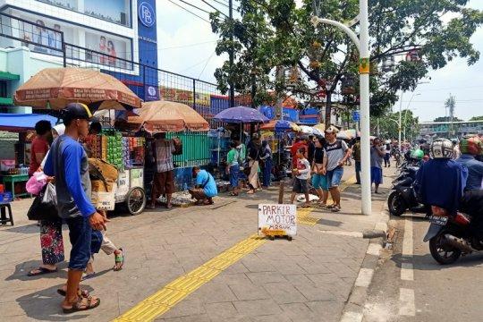 Satpol PP Jaktim tertibkan PKL di Pasar Jatinegara