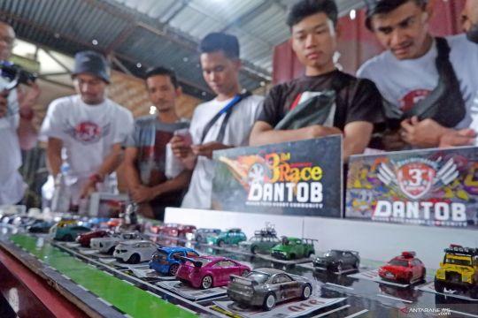 Kompetisi miniatur mobil di Medan