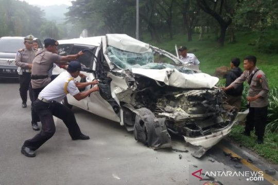 Mini bus tabrak truk mogok di Sentul Bogor, korban luka-luka