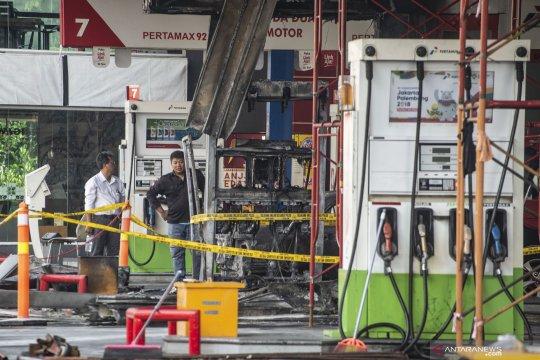 Kebakaran SPBU MT Haryono ditangani delapan unit mobil Damkar