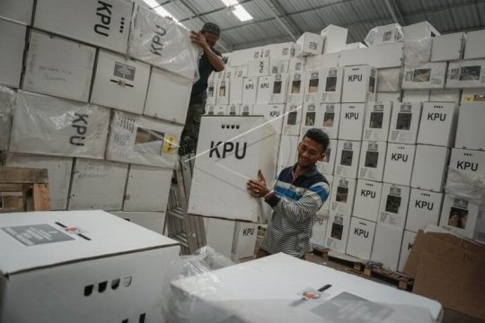 Pengosongan isi kardus logistik Pemilu 2019 Page 2 Small