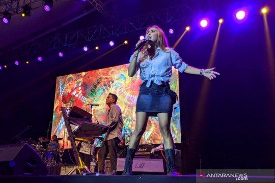 Gelegar musik Krakatau di Jatiluhur Jazz Festival 2019