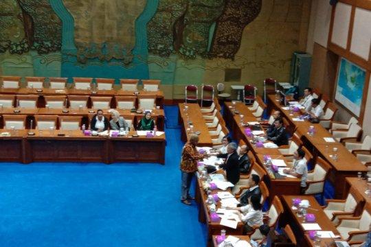 Komisi VII minta mal di Jakarta gunakan panel surya atap