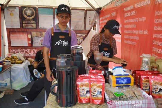 Artne Coffee, seni kopi dari barista tunanetra