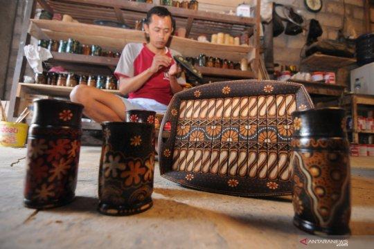 Kerajinan bambu motif batik