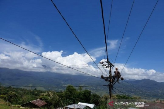 Anggota DPR ingin elektrifikasi di Kalimantan capai 100 persen