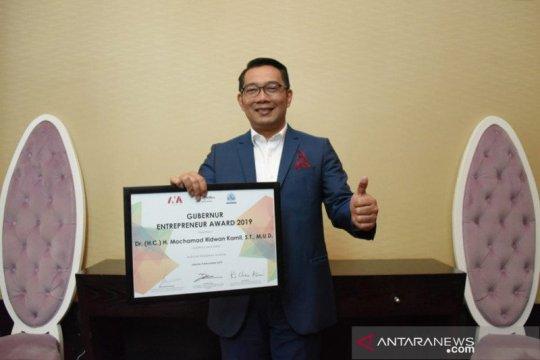 Ridwan Kamil terima Penghargaan Gubernur Entrepreneur Award 2019