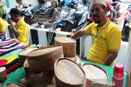 "Limbah kelapa ""disulap"" menjadi peci unik disabilitas Lampung Selatan"