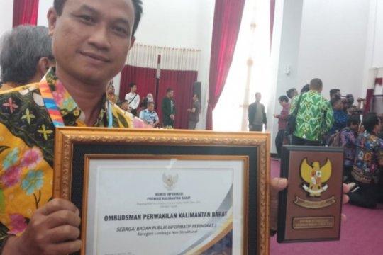 Ombudsman Kalbar raih penghargaan badan publik informatif
