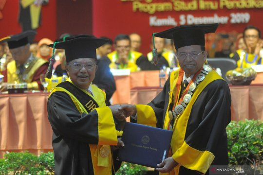 Jusuf Kalla terima gelar doktor kehormatan dari Universitas Negeri Padang