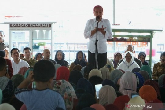 """Jokowi cerita orang tuanya """"jualan"""" bambu untuk biaya sekolah"""