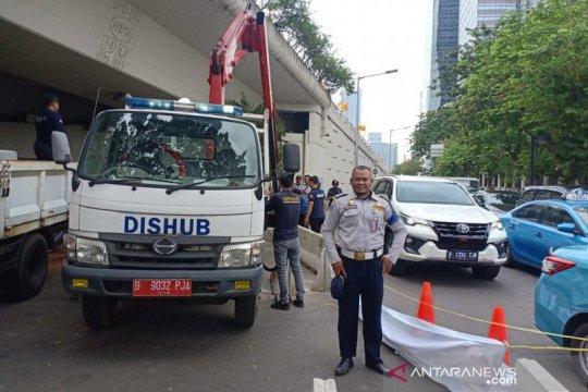 Dishub DKI rapikan lagi beton MCB di 'u-turn' Jalan Satrio