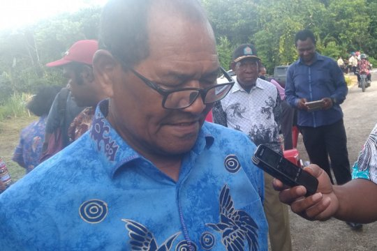 Pemkab Supiori salurkan dana hibah Pilkada serentak 2020